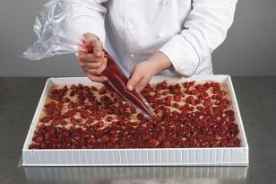 boucher les interstices des fraises semi-confites