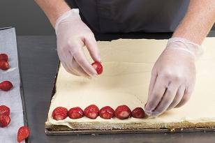 Disposer des fraises fraîches.