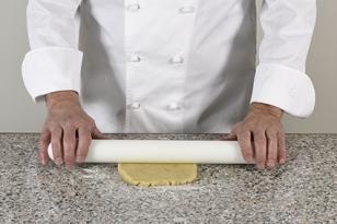 Étaler la pâte à sablé citron vert