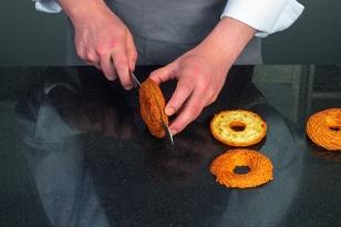 Couper un anneau de pâte
