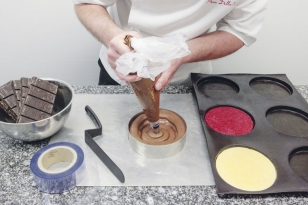 Pocher la mousse au chocolat