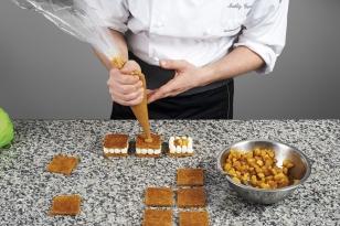 Dresser la crème de caramel tendre