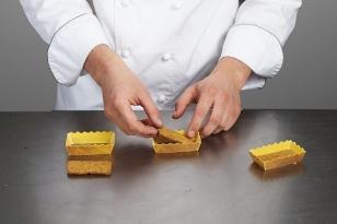 déposer un rectangle de biscuit breton