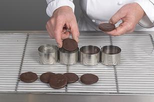 déposer un disque de streusel chocolat
