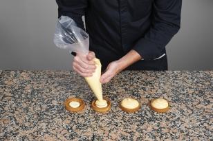 Garnir avec la crème au citron.
