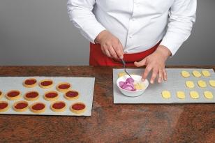 Imbiber les disques de pain de Gênes à la rose