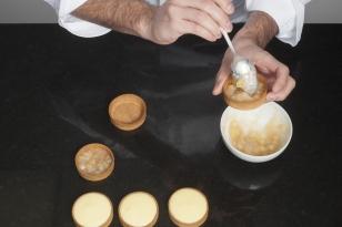 Garnir un fond de pâte sucrée