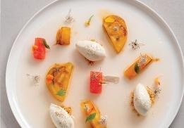 Floralie de tomate, pastèque, crème glacée à la burrata, riz soufflé au basilic