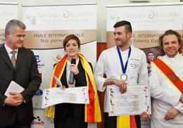 Les gagnants du Trophée des Jeunes Talents Escoffier, avec Denis Courtiade et Nicolas Sale.
