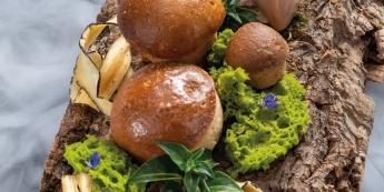 Meringue soufflée aux champignons, crème glacée au thé pu'er