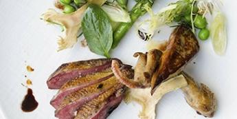 Recette d'Aiguillettes de pigeon rôti et foie de canard caramélisé